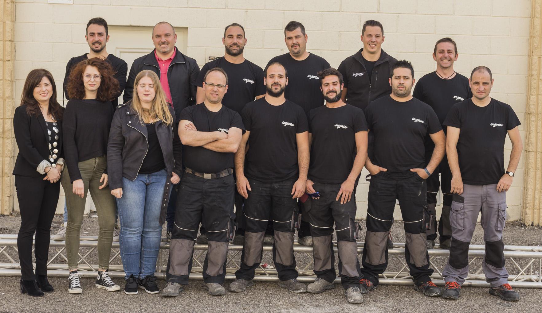 trabajadores de la empresa Ingenia Stand